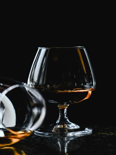 brandy w kieliszku