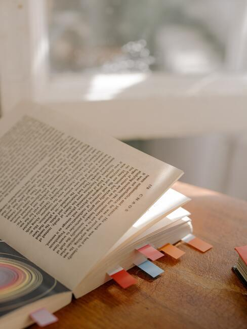 Książka z zakładkami