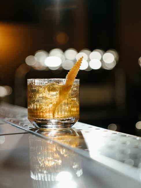 Drink bezalkoholowy ze skórką pomarańczy