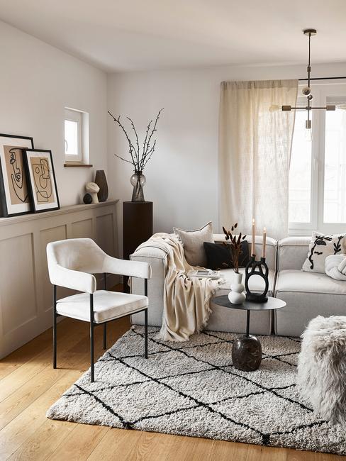 Jasny salon urządzowny w przytulnym stylu skandynawskim