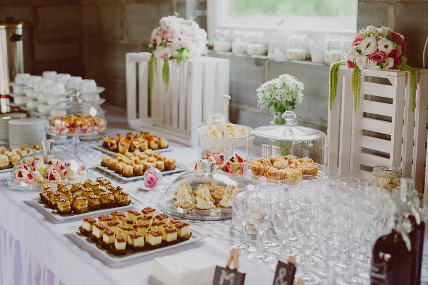 Przekąski na weselnym stole