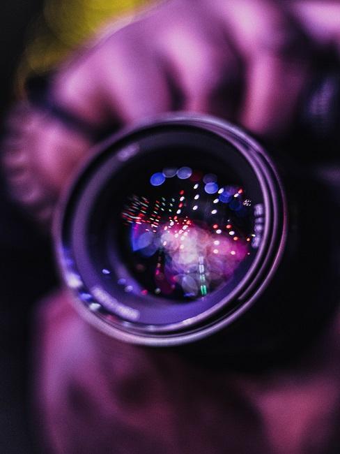Fotografia artystyczna: obiektyw z odbiciem na soczewce