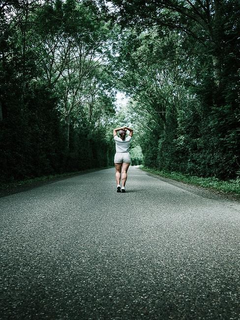 Bieganie samemu w lesie