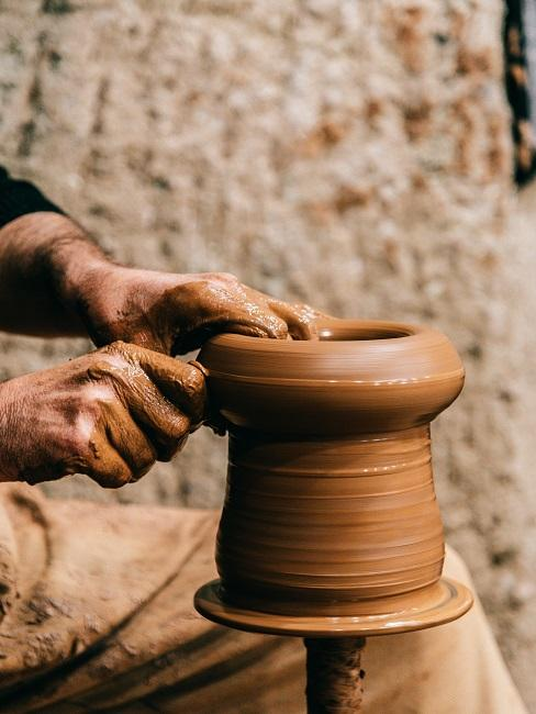 Garncarstwo: tworzenie naczynia z gliny