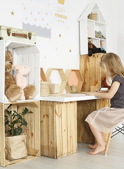 Biurko DIY w pokoju dziecka