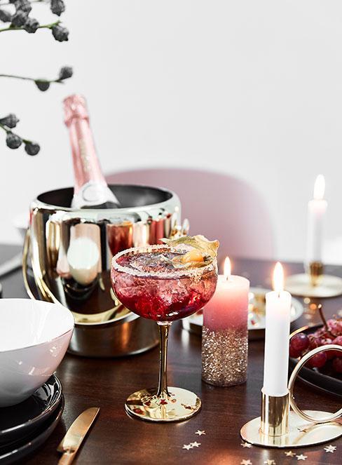 drink z prosecco na świątecznym stole