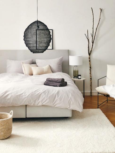Łóżko w minimalistycznym stylu japandi