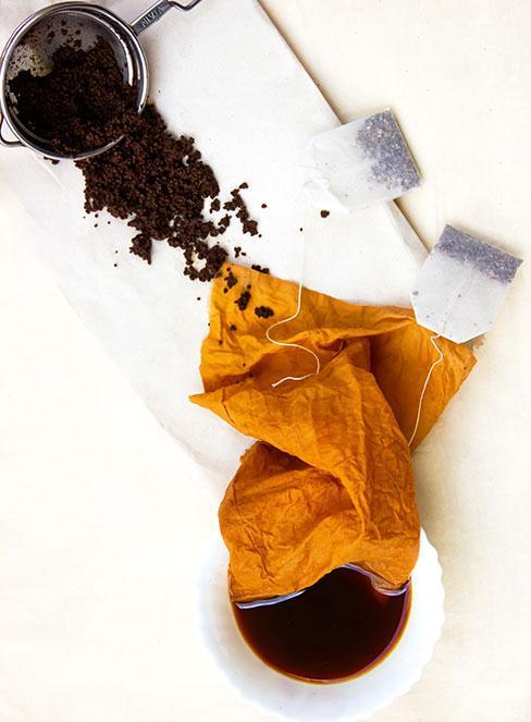 postarzanie mebli za pomocą herbaty