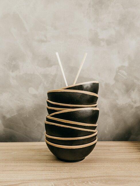 Czarne miseczki w stylu japońskim