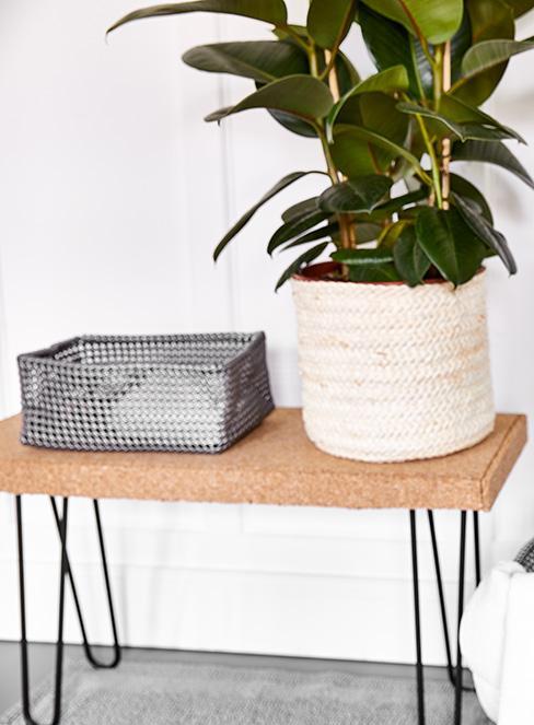 mała ławka z DIY z deski korkowej