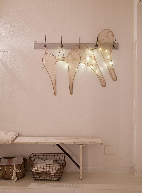romantyczne oświetlenie w przedpokoju w stylu rustykalnym