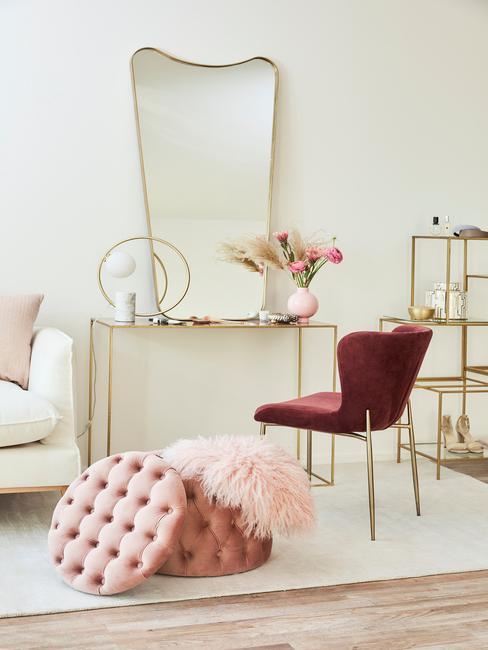 Krzesło w kolorze burgundu