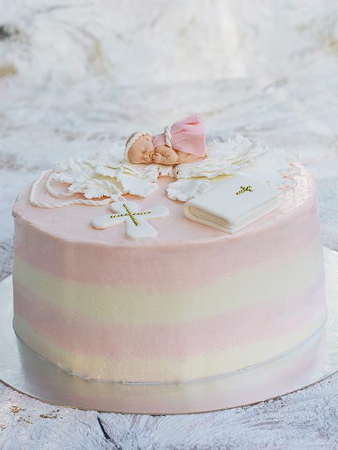 Różnowo biały tort na chrzest