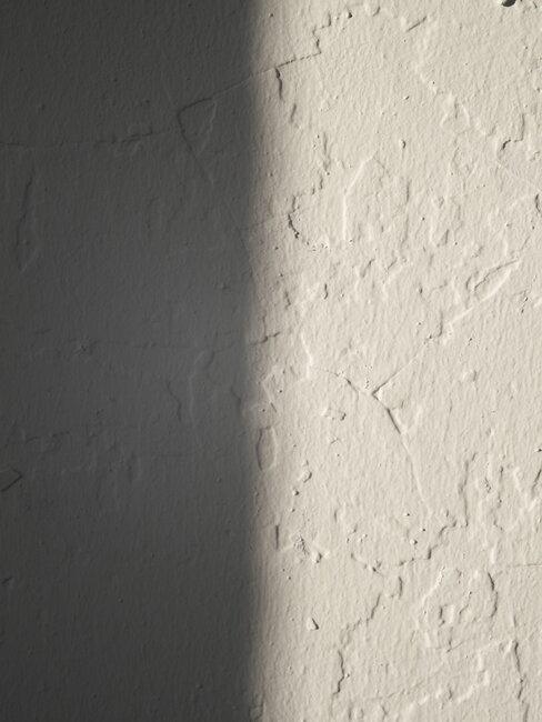 Ściana pokryta ozdobnym tynkiem