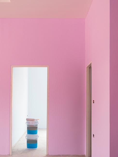 dom pomalowany na różowo z łososiowym sufitem