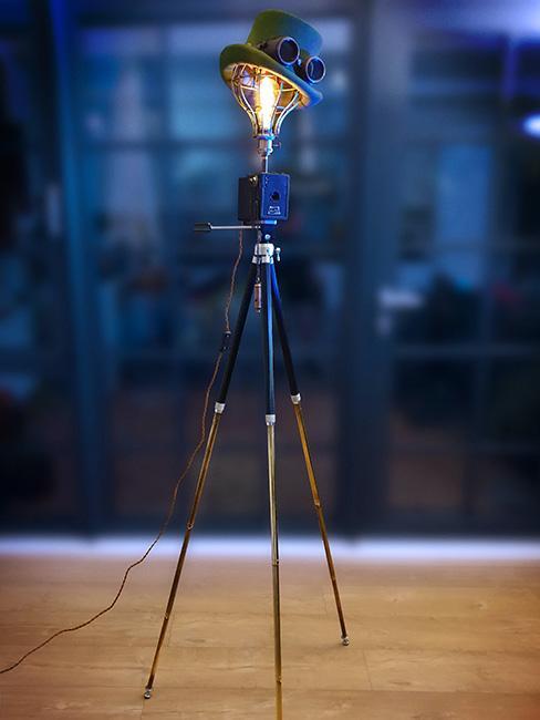 lampa podłogowa w stylu steampunk