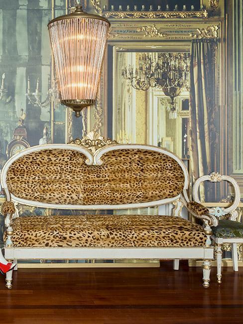 Barokowa sofa w panterkę