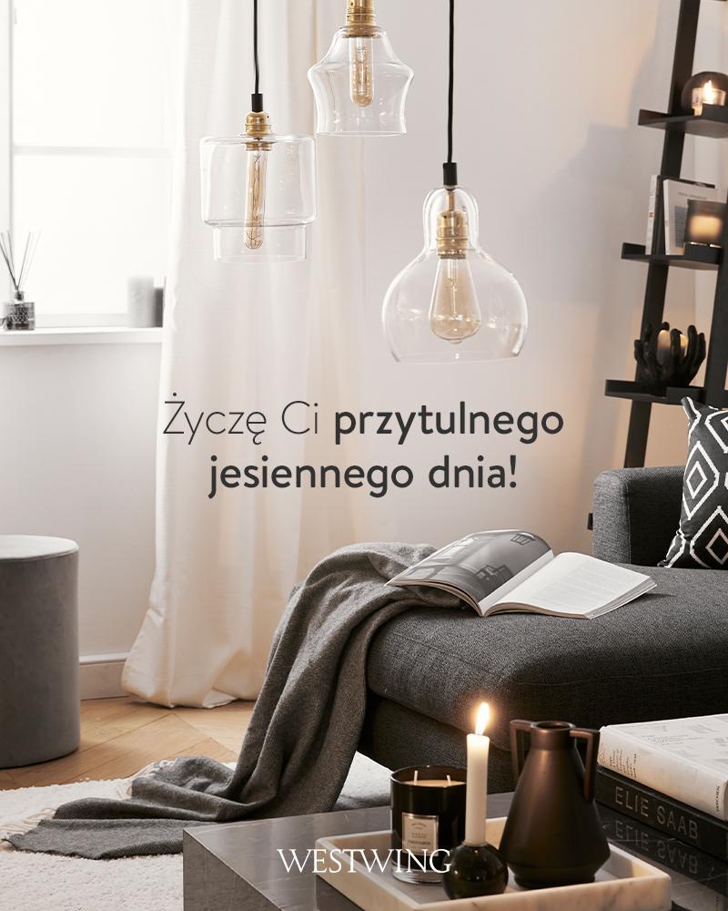 nowoczesny salon z ciemnoszarą sofą i kilkoma lampami wiszącymi