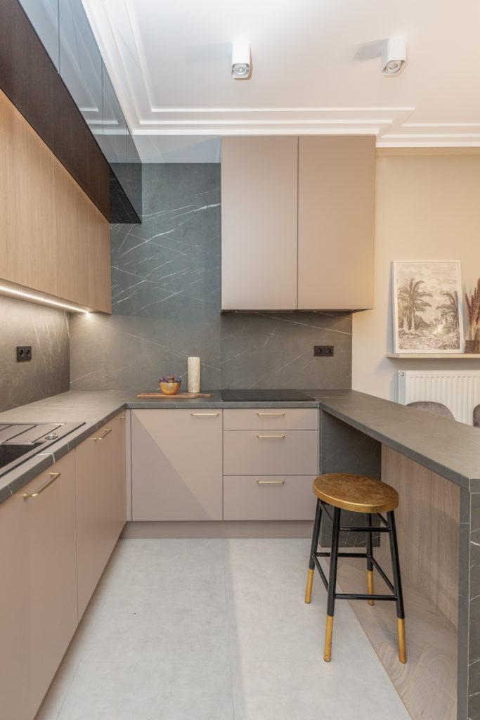 Kuchnia w stylu modern classic projektu pracowni Decoroom