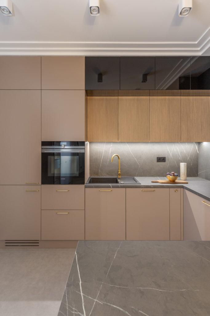 Minimalistyczna i elegancka kuchnia w stylu modern classic