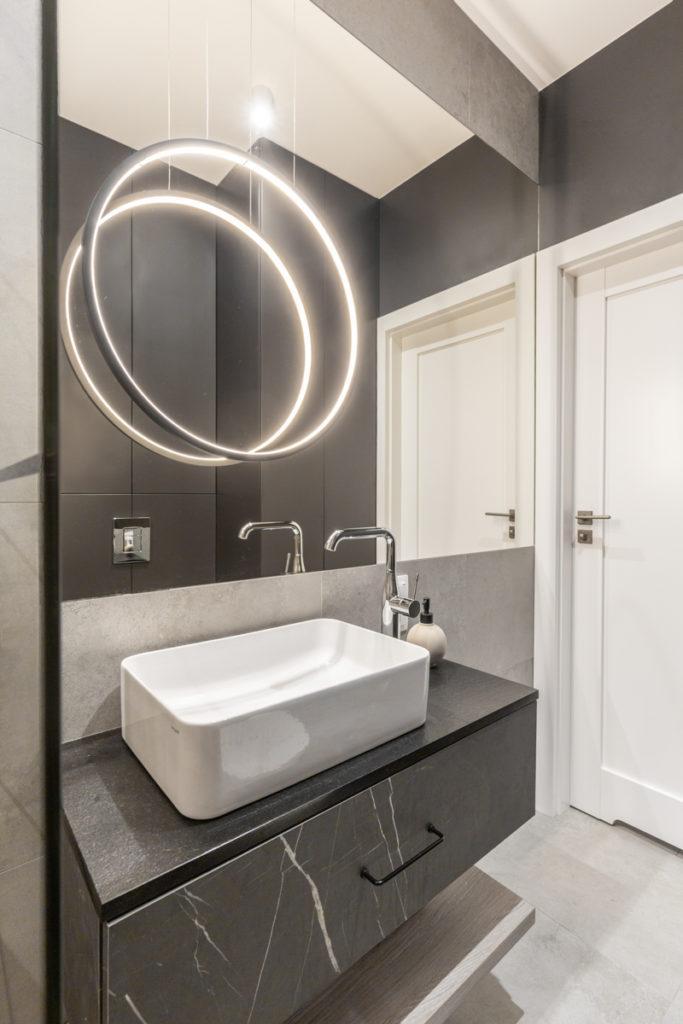 Łazienka w stylu modern classic projektu pracowni Decoroom