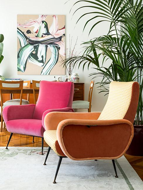 fotele z aksamity w jaskrawych kolorach w stylu mid century modern