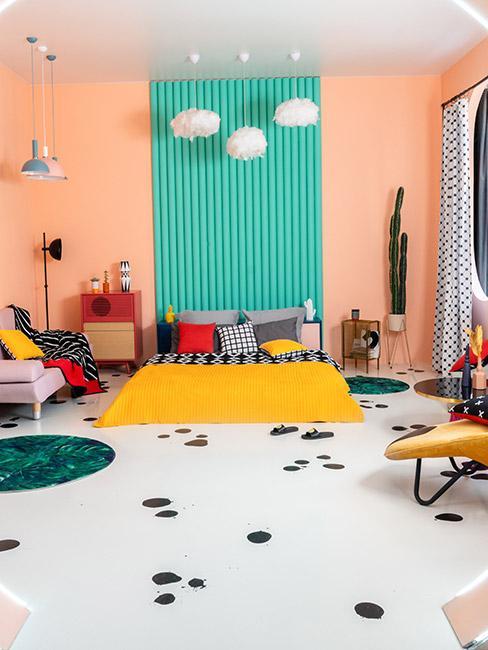 Pomieszczenie pełne kolorów w stylu lat 80