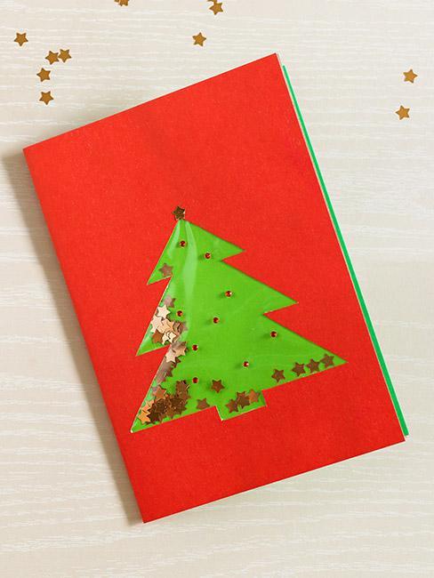 Kartka świąteczna czerwona z choinką i cekinami