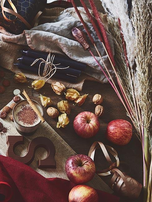 jabłka i naturalne dekoracje na wegańskie święta na stole