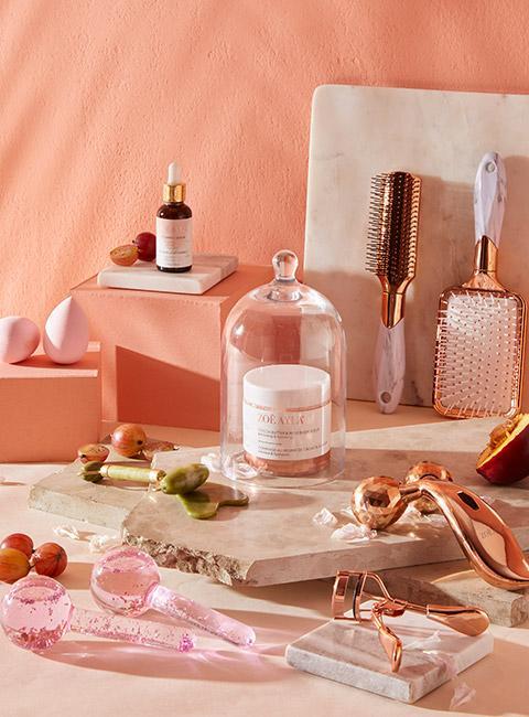Zestaw luksusowych kosmetyków i akcesoriów kosmetycznych