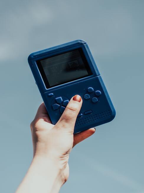 co kupić na dzień chłopaka: mała kieszonkowa konsola
