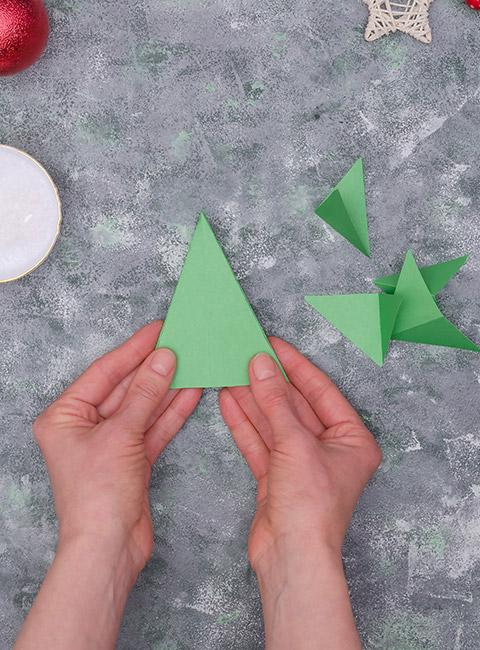 zielona choinka 3D z papieru krok po kroku