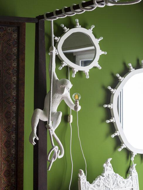 Lampa w kształcie małpki