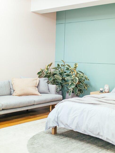 Zielona sypialnia w odcieniu miętowym