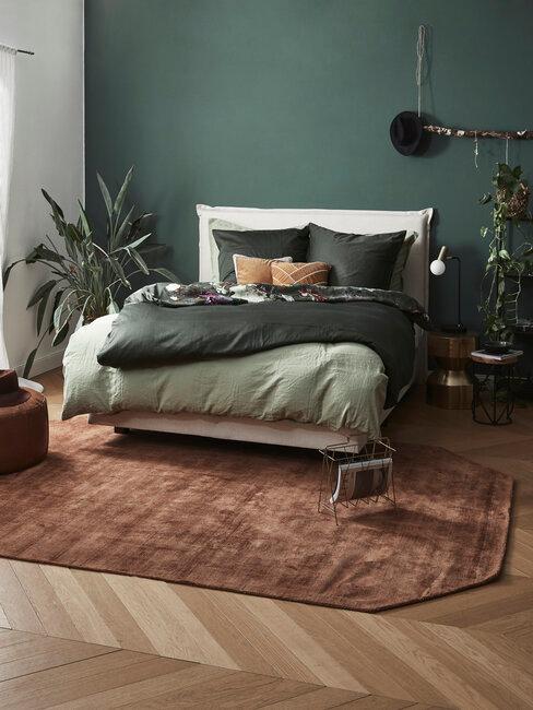 Elegancka sypialnia w kolorze butelkowej zieleni