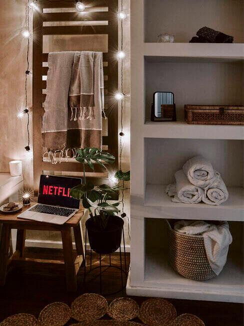 Drewniane półki i regały w łazience