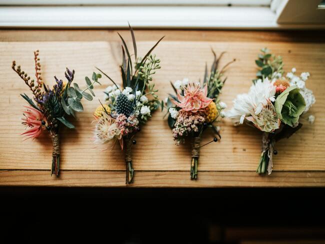 Cztery ślubne bukiety w stylu boho