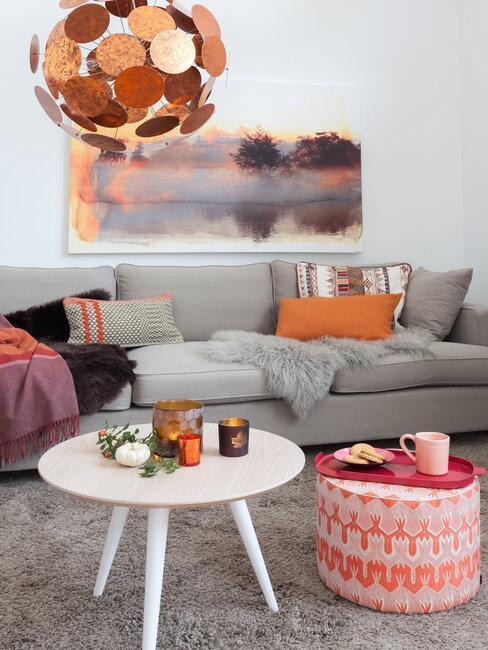 Ručně malované obrazy v obývačke