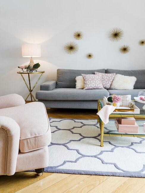 Glamour dekorácia na stenu v obývačke