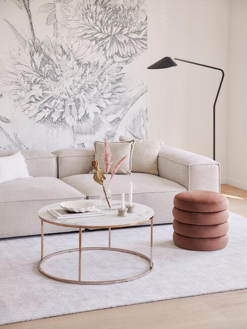 Farby stien v obývačke s tapetami