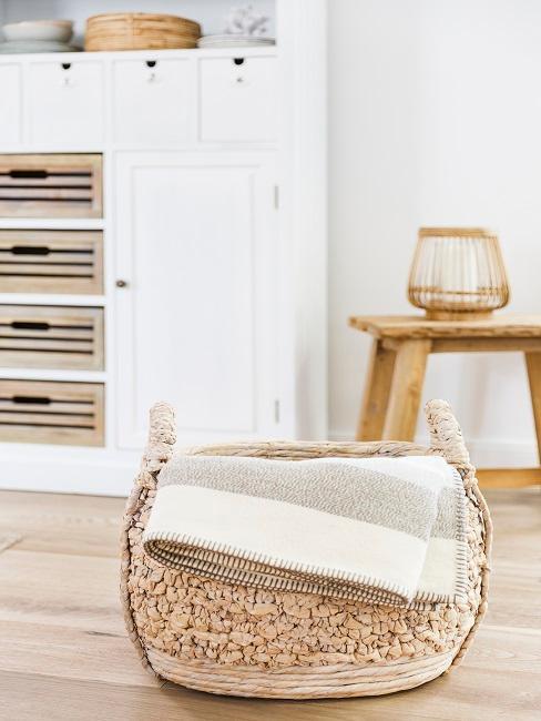 Biela obývačka vo vidieckom štýle