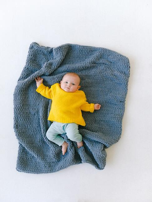 bábätko na modrej deke