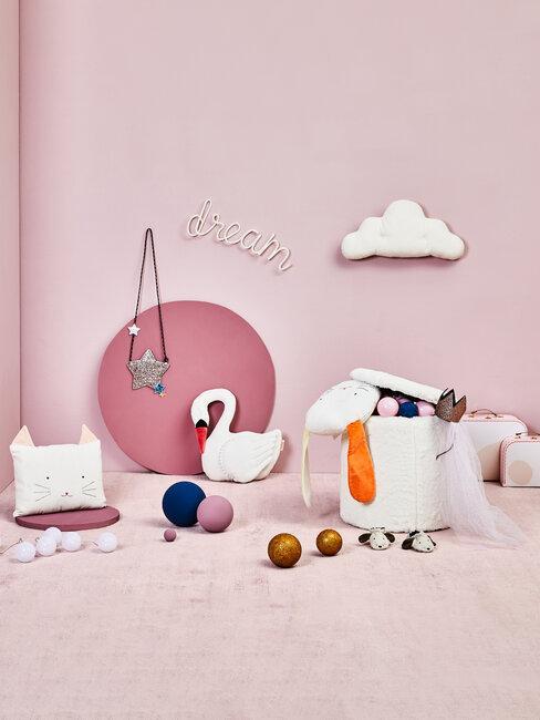 Nástenná dekorácia v detskej izbe - ružová