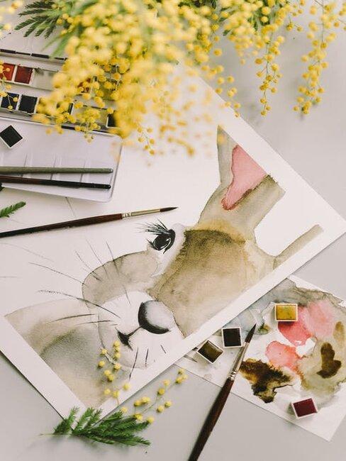 Veľkonočná pohľadnica so zajacom, štetcom a dekoráciami
