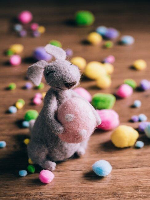 ako vyrobiť veľkonočného zajaca z látky