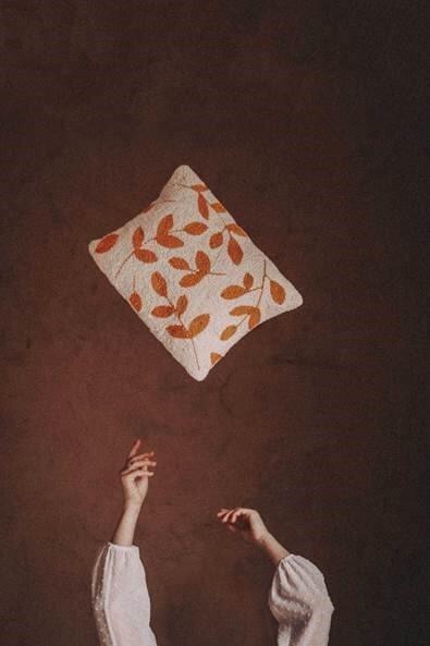 Fotografia dekoračného vankúša z blogu Tvoriť a ľúbiť