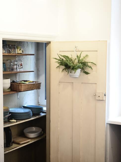 Kuchyňa so špajzou vo vidieckom štýle
