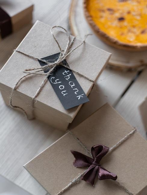 Darčeky na stole