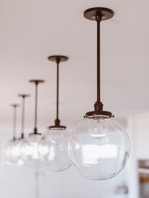Sklenené závesné lampy do kuchyne