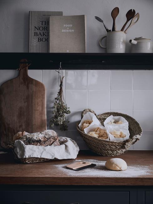 Kuchyňa v retro štýle - čiernobiela kombinácia